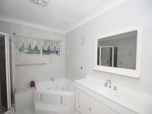 A bathroom at Lazy Daze