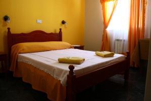 Una cama o camas en una habitación de Hosteria Los Ñires