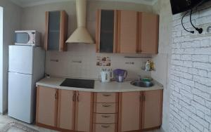 A kitchen or kitchenette at Ракето