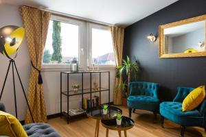 Ein Sitzbereich in der Unterkunft Hôtel Roi Soleil Colmar