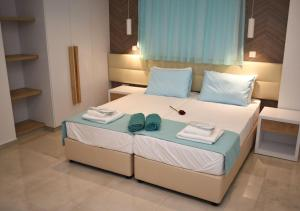A bed or beds in a room at Hai Hotel