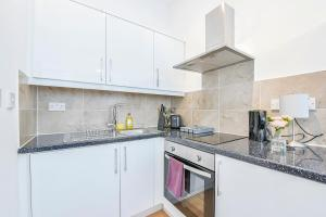 A kitchen or kitchenette at Wonderful Studio Flat In Camden Town-For 3 People