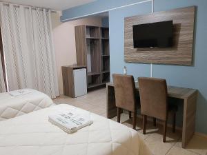 A television and/or entertainment center at Hotel Imperador Caldas