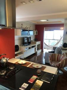 A kitchen or kitchenette at Apartamento FLAT LUXO c/Lareira + Vista Vale dos Vinhedos
