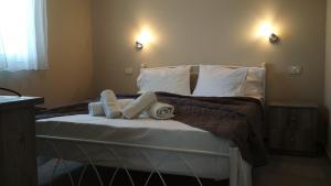 Ένα ή περισσότερα κρεβάτια σε δωμάτιο στο Casa De Rosa Apartments & Studios