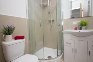A bathroom at Trafalgar House