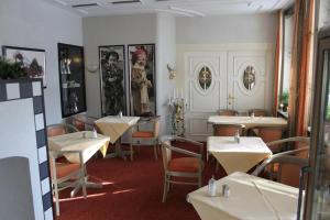 Ein Restaurant oder anderes Speiselokal in der Unterkunft Schwarzwald Parkhotel