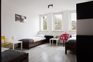 Łóżko lub łóżka w pokoju w obiekcie Foto Hostel Lublin