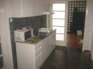 A kitchen or kitchenette at Guest House Tija 1