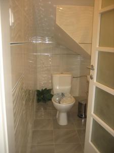 A bathroom at Guest House Tija 1