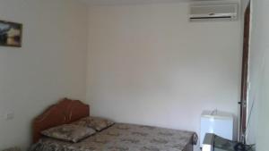 Кровать или кровати в номере Тенистый дворик гостевой дом