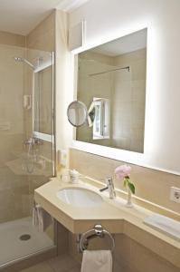 Ein Badezimmer in der Unterkunft Hotel Fischerhaus