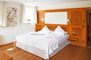 Ein Bett oder Betten in einem Zimmer der Unterkunft Hotel Fischerhaus