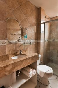 A bathroom at Zallon Hotel Executivo