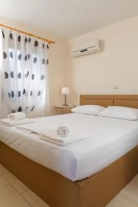 Ένα ή περισσότερα κρεβάτια σε δωμάτιο στο Glyfada Villas