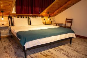 A bed or beds in a room at Hot Budget Ortakoy