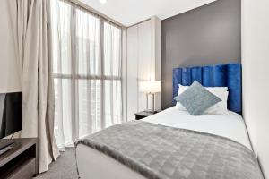 A bed or beds in a room at Proximity Apartments Manukau / Auckland Airport