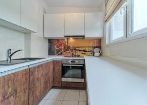 Kuchnia lub aneks kuchenny w obiekcie ACCO RENT - Mieszkanie Dorothy
