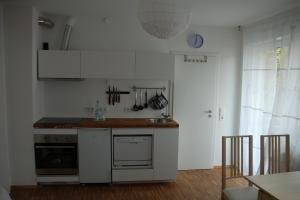 A kitchen or kitchenette at Altstadt-Apartment