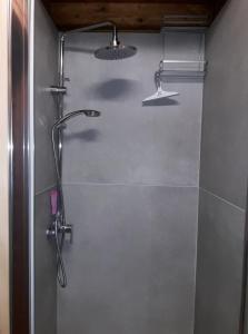 A bathroom at Domaine du Hulobiet