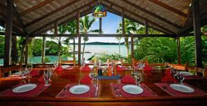 Un restaurante o sitio para comer en Aguila de Osa Rainforest Lodge