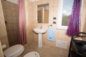 A bathroom at Casa vacanze kitesurf Apt 1 - Gli Ulivi
