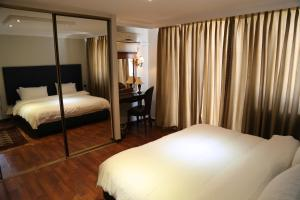 A bed or beds in a room at Gondola Hotel & Suites