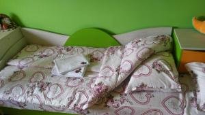 A bed or beds in a room at KaZaNLaK-APART
