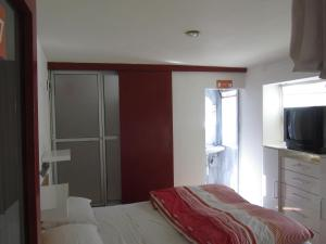 A bed or beds in a room at Onkel Inn
