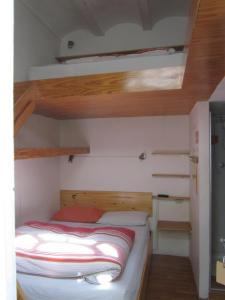 A bunk bed or bunk beds in a room at Onkel Inn