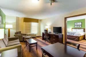 A seating area at Sleep Inn & Suites Kingsport TriCities Airport