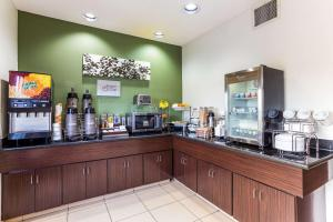 A restaurant or other place to eat at Sleep Inn & Suites Kingsport TriCities Airport