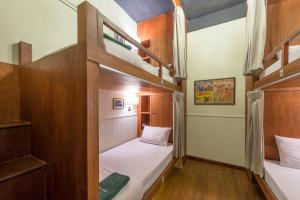 A bunk bed or bunk beds in a room at Suneta Hostel Khaosan