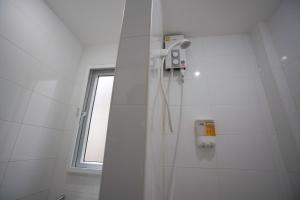 A bathroom at Dhub Hostel Donmueng