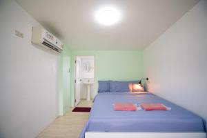 A bed or beds in a room at Dhub Hostel Donmueng