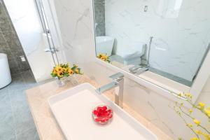 Phòng tắm tại Sun Beach Hotel