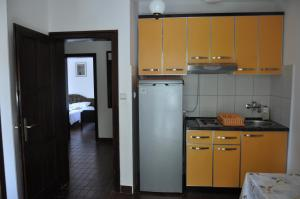 A kitchen or kitchenette at Apartmani Novakovic