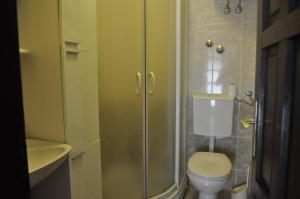A bathroom at Apartmani Novakovic
