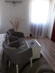 A seating area at Studio Apartments Kuljiš