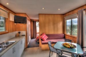 A kitchen or kitchenette at BIG4 Iluka on Freycinet