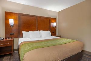 A bed or beds in a room at Comfort Inn Yulee - Fernandina Beach