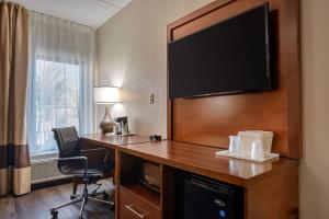 A television and/or entertainment center at Comfort Inn Yulee - Fernandina Beach