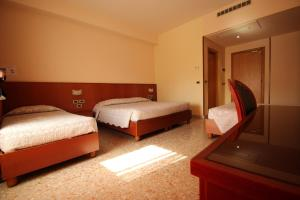 A bed or beds in a room at Hotel Oasi Dei Discepoli