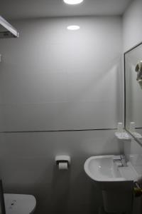 A bathroom at Hostal Maribel