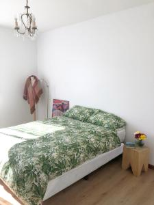 A bed or beds in a room at Excelente departamento con pileta y jardin en el barrio de Belgrano