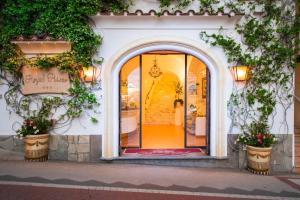 The facade or entrance of Hotel Royal Prisco