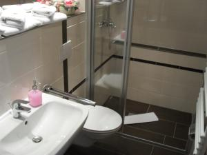 A bathroom at In Piazza