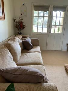 A bed or beds in a room at WRIGHTSTAR Country Estate - a farm at the base of the Blue Mountains