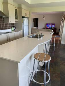 A kitchen or kitchenette at WRIGHTSTAR Country Estate - a farm at the base of the Blue Mountains