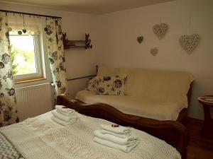 Łóżko lub łóżka w pokoju w obiekcie Zacisze